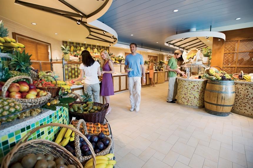 Frische mediterrane Küche im Markt Restaurant / Foto: AIDA Cruises